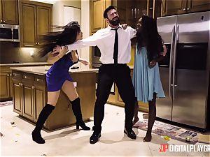 Romi Rain and Ana Foxxx vag fucking trio