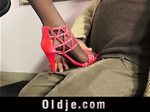 sexy Teeny entice An senior man With Her flawless soles