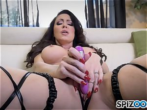 mischievous Jessica Jaymes slides a dildo in her raw minge
