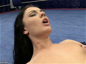 babe satan and Melanie Memphis cunt eat in the ring