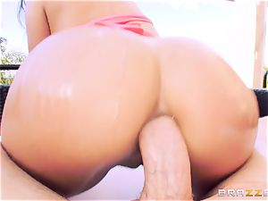 anal invasion loving babe Jynx labyrinth takes it in the garden
