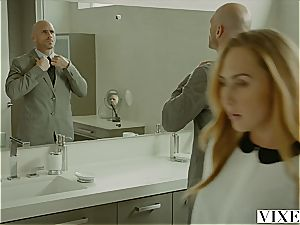 Carter Cruise gets numerous climaxes while her chief keeps pummeling her