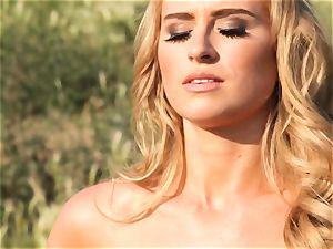 watch Maya Rae getting fully nude outdoors