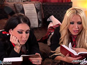 lezzies Jessica Jaymes and Nikki Benz barred love