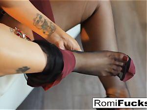 Smoking sweetie Romi Rain takes care of her raw honeypot