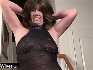 USAWives mature female Jade solo getting off