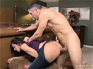 Ariella Ferrera gets forgiven with some anal invasion bang-out