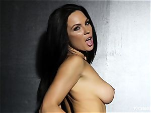 chesty brown-haired Kirsten Price fucktoys her booty