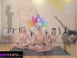 sport rooms Yoga lezzie centipede cunt licking