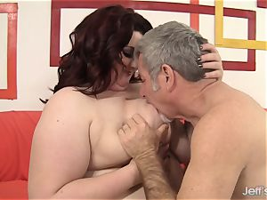 hefty hotty Gets Her facehole and twat filled with a pink cigar