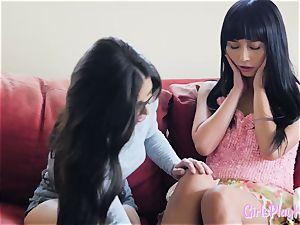 Oriental g/g orgasms during scissoring