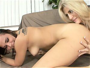 Amanda Tate eats on Aidra Fox's steamy rump