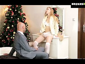 Alexis crystals cock-squeezing slit gets her christmas bounty