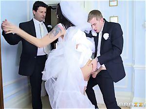 spunk-pump greedy bride Simony Diamond