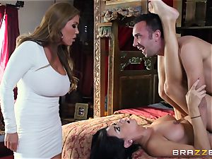 Kianna Dior catches her step daughter-in-law pulverizing a brit fellow and steps in