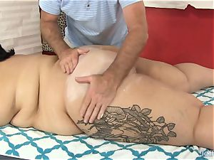 gigantic butt Mia Riley fuck stick hookup massage