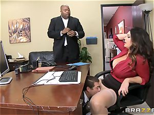 Alison Tyler gets her lush cootchie dicked in the office