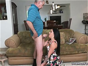 Mature man penetrates youthful female Frannkie s a hasty learner!