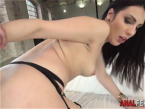 tart gets booty pop-shot